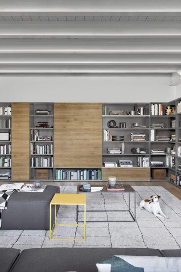 boekenkast met houtlook afwerking