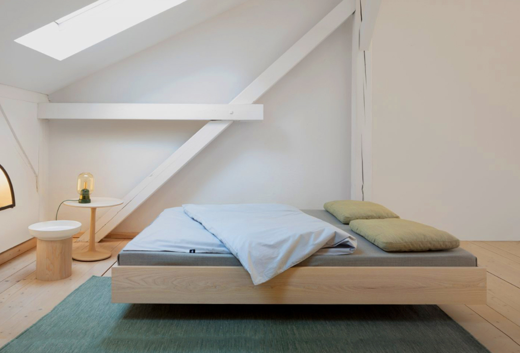 bedframe simple float in eiken